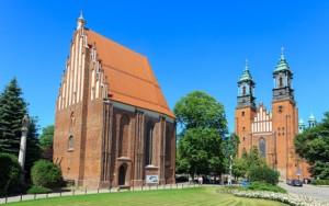 Poznań, Ostrów Tumski - po lewej stronie koścół NMP, po prawej katedra, bedąca najstarszym kościołem katedralnym w Polsce